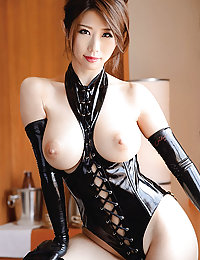 porn Japanese bride posing in sexy bra
